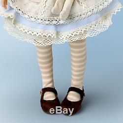 Ashton Drake Dianna Effner Poseable Alice In Wonderland Doll of the Year 2011