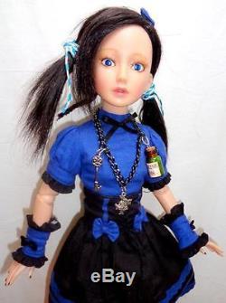 Delilah Noir DARK ALICE in Wonderland 16 Doll Ashton Drake + White Rabbit