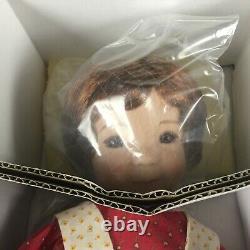 NEW Ashton Drake Dianna Effner Porcelain Doll HOLLY HOBBIE Winter Four Seasons